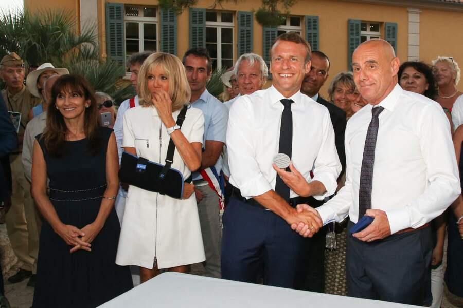 Brigitte et Emmanuel Macron ont participé à la cérémonie du 75e anniversaire de la libération de Bormes-les-Mimosas
