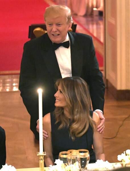 Donald Trump aux petits soins pour sa femme Melania, à la Maison Blanche, le 15 mai 2019.