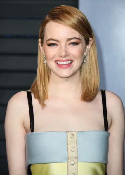 Quand on n'est pas prête à trop couper ses cheveux fins, on adopte la bonne longueur: le carré long d'Emma Stone