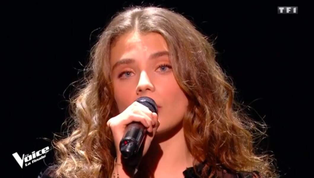 Maëlle, la grande gagnante de The Voice saison 7, pendant l'hommage à Maurane