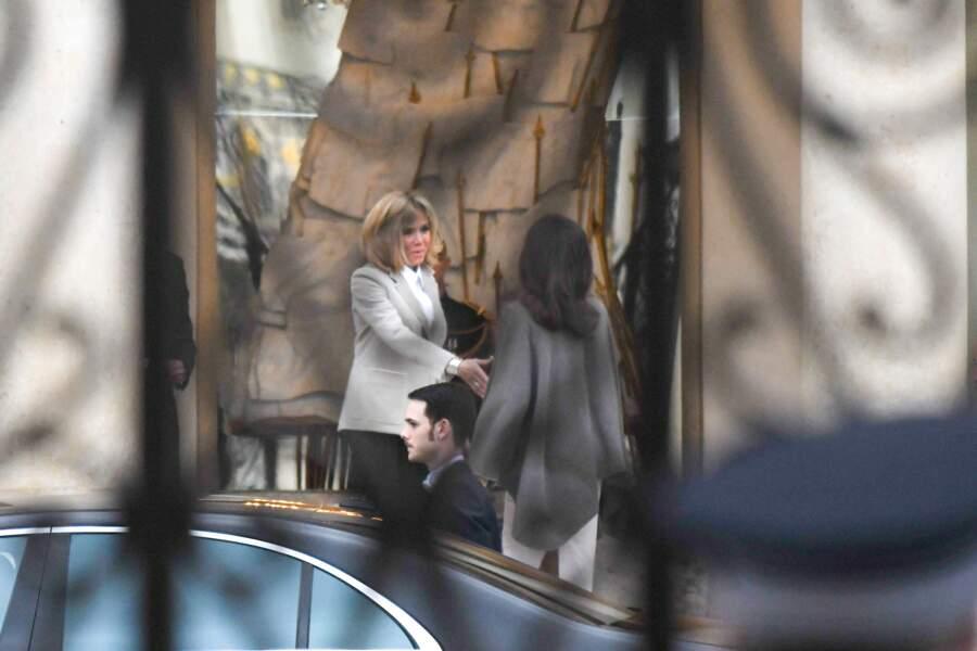 Angelina Jolie et Brigitte Macron très chic et assorties au palais de l'Elysée