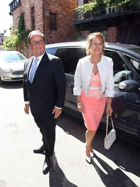 Ségolène Royal et François Hollande arrivent ensemble au mariage de leur fils Thomas Hollande.
