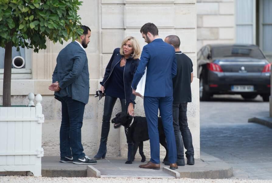 Brigitte Macron a choisi Nemo dans un refuge avec ses petits-enfants