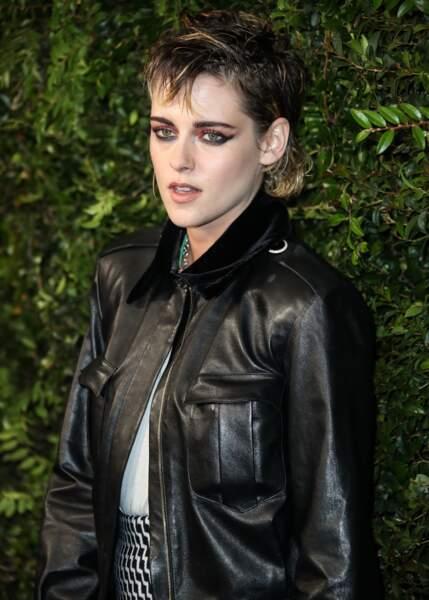 Rock'n'roll, Kristen Stewart a adopté la coupe mulet et joue avec les longueurs et les couleurs