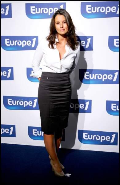 Faustine Bollaert reste dans le traditionnel de travail le 1 septembre 2008 à Paris