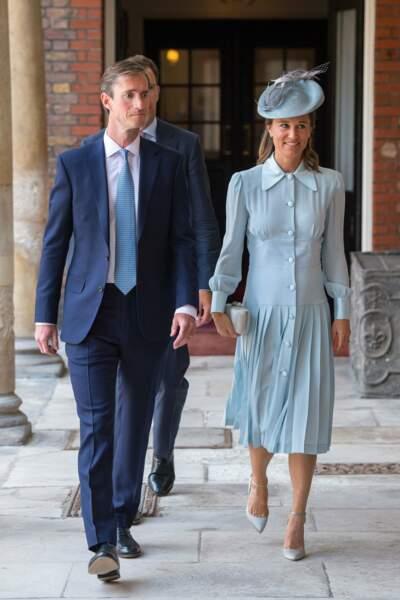 Pippa Middleton rayonnante en Alessandra Rich au baptême du prince Louis à Londres, le 9 juillet 2018
