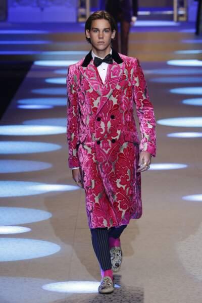 Paris Brosnan est le très séduisant fils de l'acteur Pierce Brosnan lors du Défilé Dolce & Gabbana