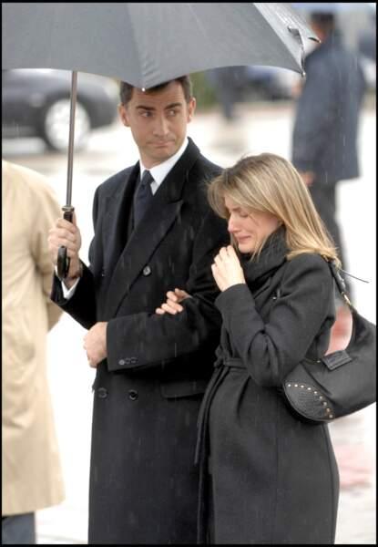 L'immense chagrin de Letizia d'Espagne, lors des obsèques de sa soeur Erika Ortiz, le 8 février 2007