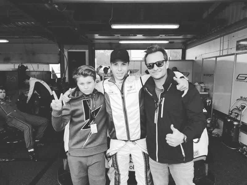David Hallyday avec son fils Cameron et le pilote Vincent Abril