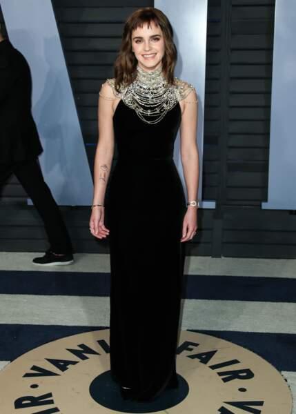 La frange épaisse n'étant pas une option, Emma Watson ose la baby frange et cela lui va plutôt bien!