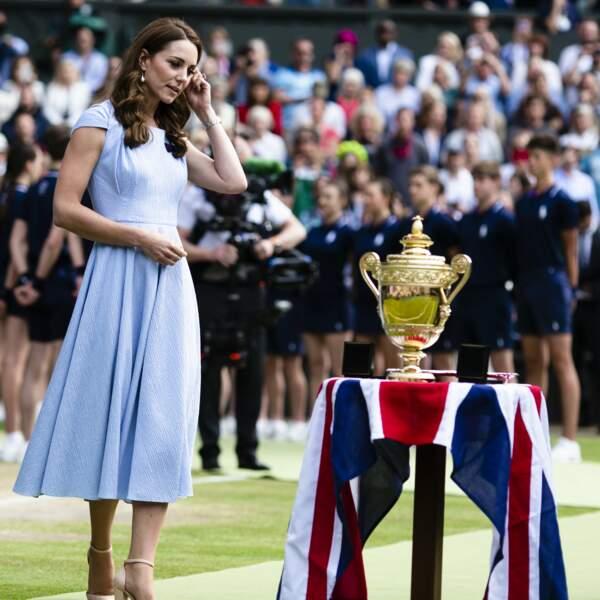 La Duchesse de Cambridge, est venue remettre les trophées aux joueurs de la finale homme du tournoi de Wimbledon.