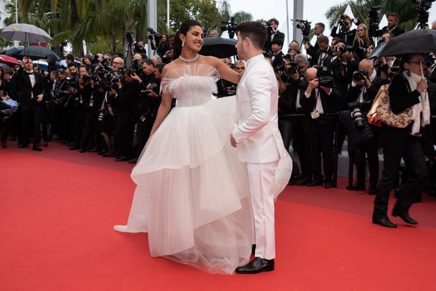 Avec les tourteraux habillés en blanc, la scène avait des allures de mariage