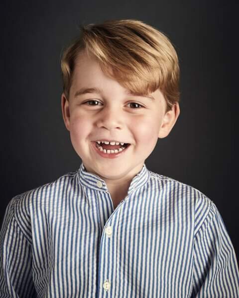 Portrait officiel du prince George, partagé par la famille royale d'Angleterre pour ses 4 ans en juillet 2017