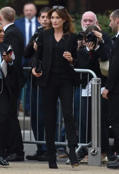Carla Bruni-Sarkozy, l'ex-mannequin star des années 90, s'offre un très beau look pour le défilé Burberry 2019