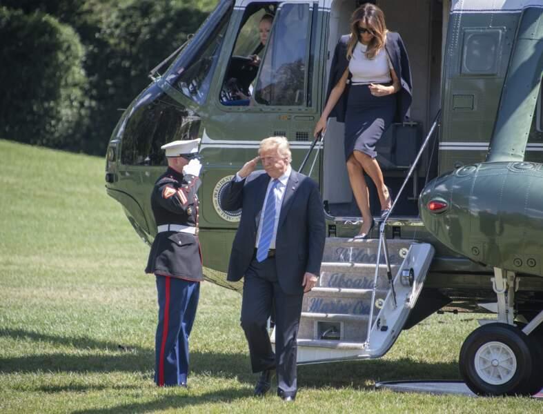 Donald Trump salut la garde
