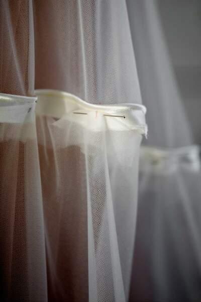 La robe de bal de Bella Hadid était une grande spirale de volants de tulle plissé Dior Haute Couture.