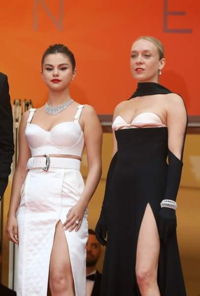 Selena Gomez et Chloé Sevigny, toutes deux en robes fendues, pour la projection du film The dead don't die