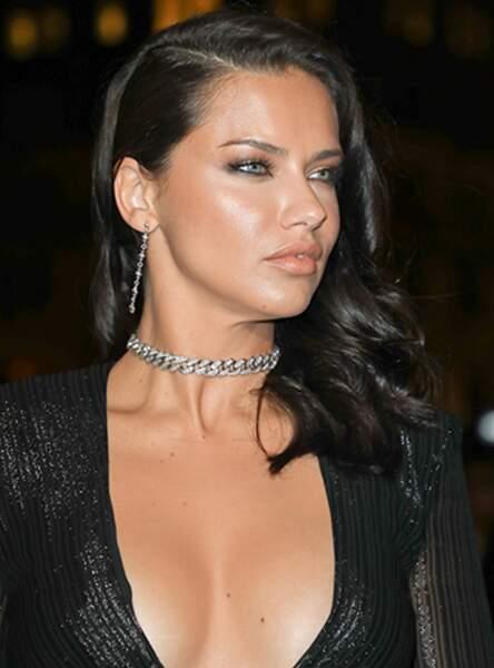 Adriana Lima et sa magnifique chevelure brune