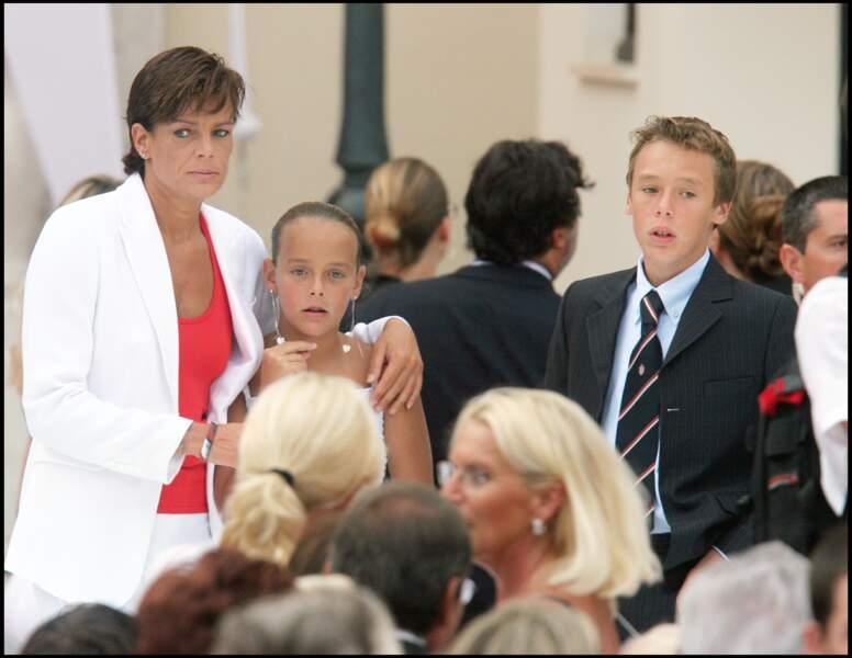 Stéphanie, Pauline et Louis Ducruet lors de la cérémonie d'avénement du prince Albert le 12 juillet 2005