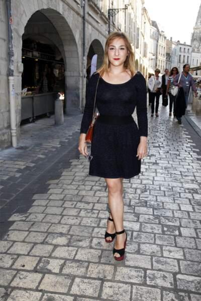 En robe pull cintrée à imprimé léopard, lors du Festival de la Rochelle en 2012