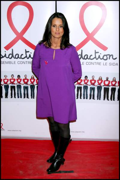 Faustine Bollaert en noire et violet à l'âge de 29 ans le 19 février 2008 à Paris