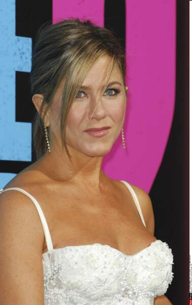 2014 Jennifer Aniston avec un joli chignon flou