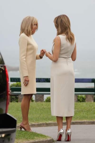 Les retrouvailles chaleureuses des deux premières dames