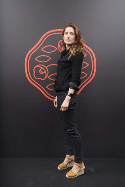 Julia Piaton aussi pressée de découvrir la nouvelle ligne de maquillage Shiseido