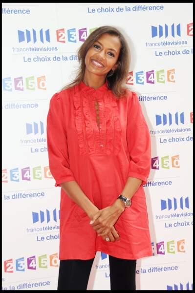 Karine Le Marchand, tout sourires lors de la conférence de presse de rentrée 2008 de France Télévisions