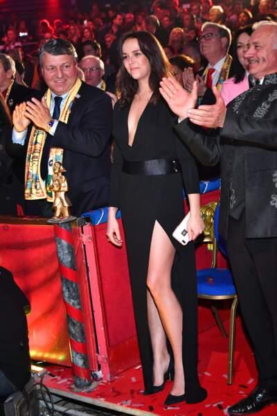 Pauline Ducruetsublime en robe fendue
