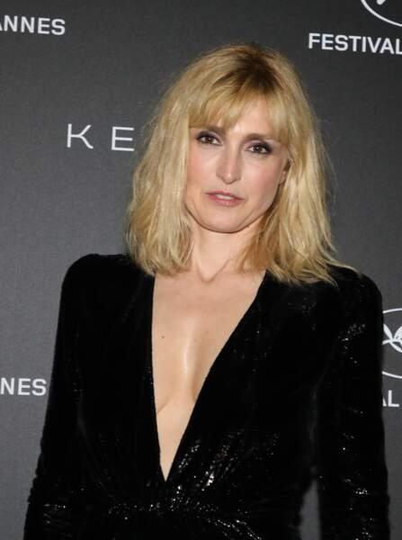 """Julie Gayet assistait à la soirée Kering """"Women In Motion Awards"""", le 19 mai, en marge du Festival de Cannes."""