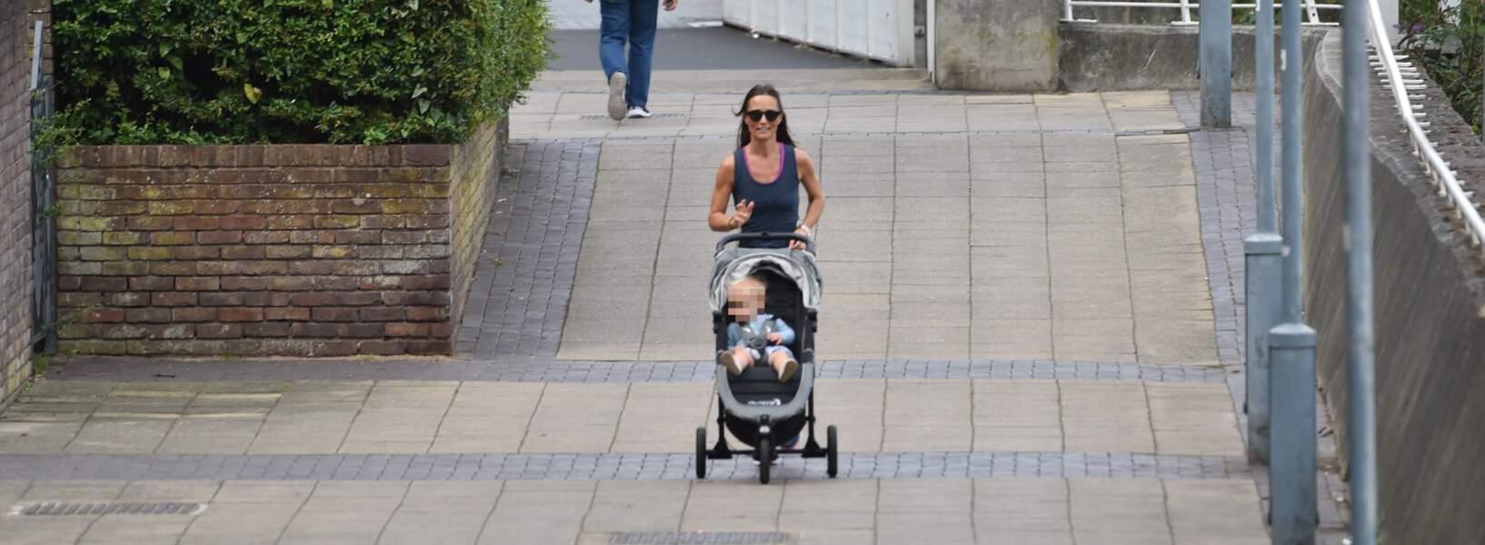 Pippa Middleton en mode exercice, en promenant Arthur, à Londres, le 6 août 2019.