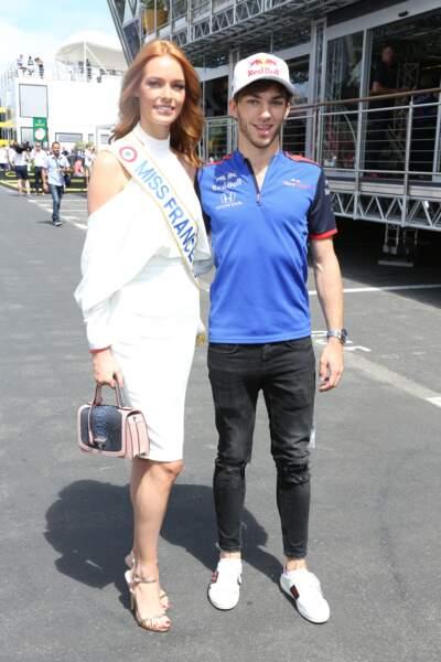 Maeva Coucke, Miss France 2018, radieuse au Grand Prix de France au Castellet le 24 juin