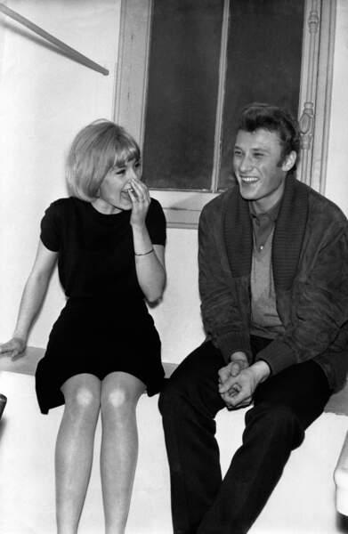 Johnny Hallyday et Sylvie Vartan dans les coulisses de l'Olympia le 4 mars 1963