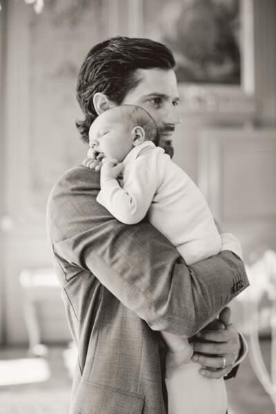Carl Philip de Suède papa tendre pour son petit prince Alexandre