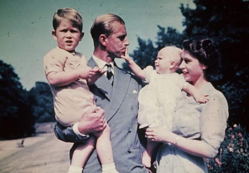 La Princesse Anne avec le Prince Charles et leurs parents