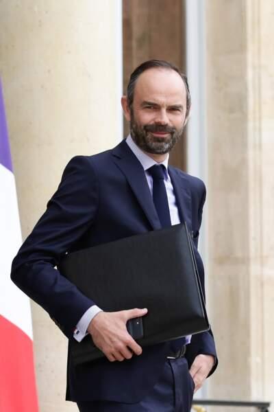 Le Premier ministre Édouard Philippe et ses boutons de manchette à l'image du drapeau de la France