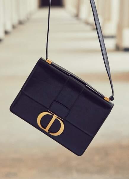 L'excellence signature : Sac à rabat 30 Montaigne en veau lisse et fermoir CD Dior.