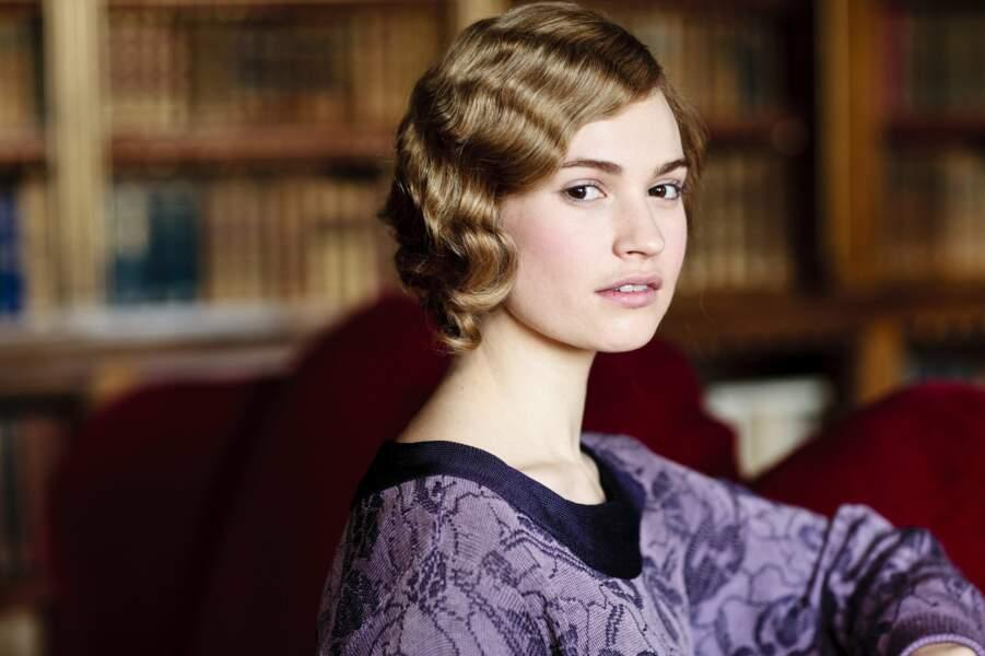 Lily James incarne Lady Rose MacClare dans la série Downton Abbey