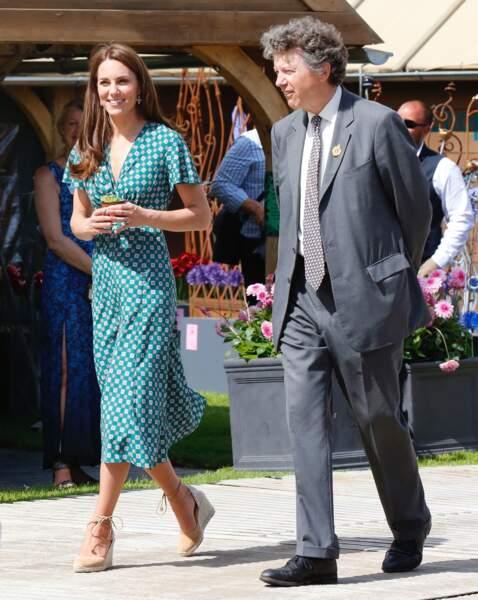 Kate Middleton sublime avec ses espadrilles Castaner