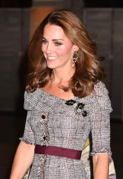 Le brushing de Kate Middleton, la Duchess de Cambridge, est toujours extrêmement bien maîtrisé.