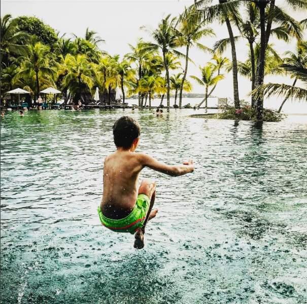 """PHOTOS - Sylvie Tellier, son """"Valentin"""", et ses enfants en vacances à l'île Maurice"""