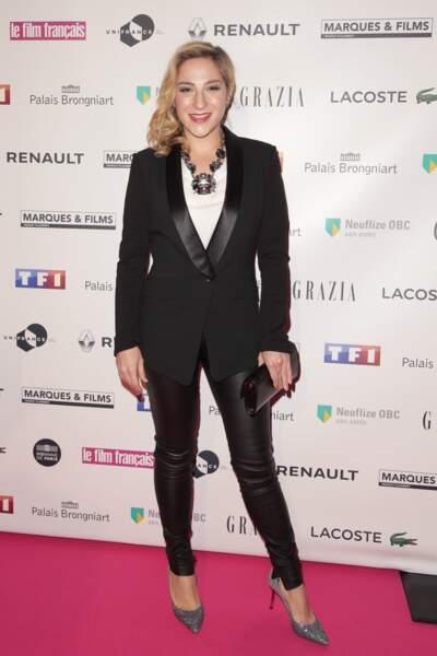 En février 2017, en slim simili cuir et veste noire pour les Trophées du Film Français