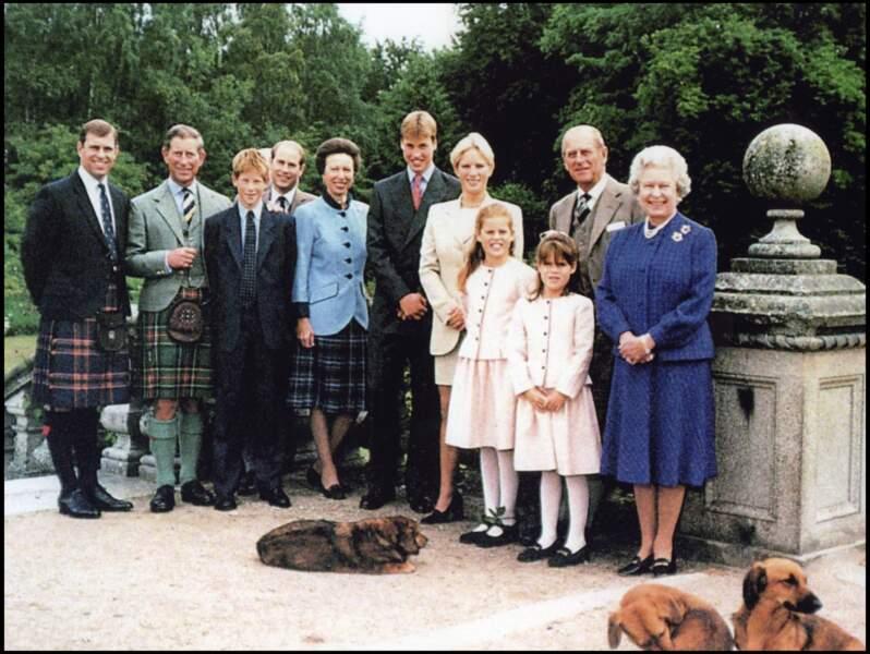 Eugénie d'York et Béatrice d'York, avec leurs cousins, les princes William et Harry, en avril 1999