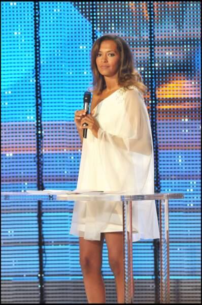 Karine Le Marchand anime, en 2008, la 22e cérémonie des Molières, aux Folies Bergère à Paris