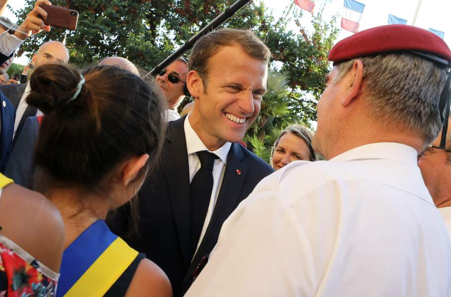 Sous le soleil du Var, le chef de l'État est parti a la rencontre des habitants