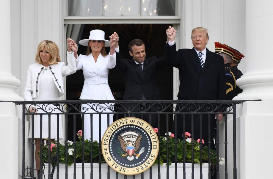 Emmanuel, Brigitte Macron, Donald et Melania Trump au balcon de la Maison Blanche ce mardi 24 avril
