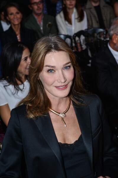 Choisie comme égérie par Bulgari, en 2013, Carla portait un modèle Serpenti, dès septembre 2014