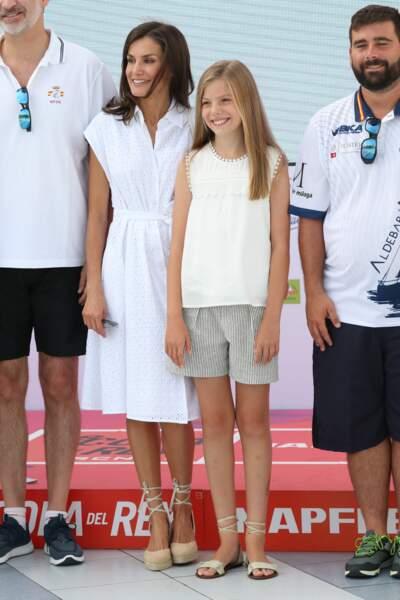 letizia d'Espagne et sa fille cadette Sofia, portent le même style d'espadrilles
