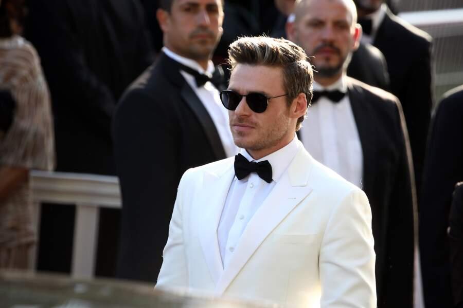 """Richard Madden (en Giorgio Armani) lors de la première de """"Rocketman"""" à Cannes, le 16 mai 2019"""